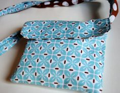 DIY.. Use Your Fat Quarters for This Adorable Reversible Messenger or Diaper Bag! Super Easy Tutorial - Crazy Little Projects