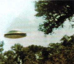 UFO Pictures - 138 Years of UFO Sightings 1870-2008 (151 Pics) ~ Damn Cool Pictures