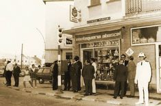 Mantequería Abascal, en Marconi. El día en que se inauguró el semáforo. Cadiz, Street View, Old Photos, Places To Travel, Youth, Antique Photos, Souvenirs