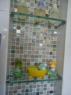 Nichos e pastilhas de vidro em banheiro infantil Ideas Baños, Modern Baths, Condo Remodel, Condo Living, Bath Design, Shower Doors, Bathroom Inspiration, Bathroom Medicine Cabinet, Small Bathroom