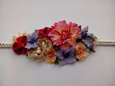 Cinturon de flores Cloth Flowers, Fabric Flowers, Silk Ribbon Embroidery, Hand Embroidery, Flower Fashion, Diy Fashion, Haute Couture Outfits, Asian Inspired Wedding, Diy Belts