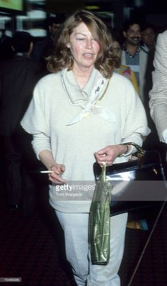 World's Best Ava Gardner Sighting At Heathrow Airport 1981 Stock Pictures, Photos, and Images - Getty Images Ava Gardner Movies, How To Be Famous, Popular People, Famous People, Very Beautiful Woman, Heathrow Airport, Song Artists, Girl Smoking, Vintage Hollywood
