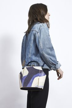 Jeans and leather handbag, the perfect combination