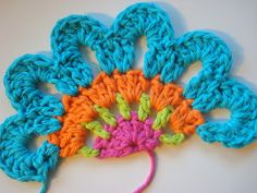 "Once Upon A Pink Moon: Half Flower Tutorial ""Crochet Half Flower Motif - Tutorial (Tutorial for full flower version also included)Shar-used this to line ou Crochet Diy, Diy Crochet Flowers, Crochet Motifs, Freeform Crochet, Crochet Squares, Love Crochet, Irish Crochet, Crochet Crafts, Yarn Crafts"