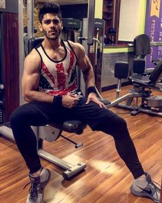 Fine and fit Hollywood Actor, Gym Wear, Mens Fitness, Mtv, Fitness Models, Sporty, What To Wear, Fitness Motivation, Actors
