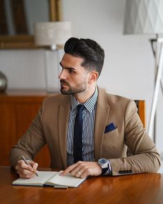 Luxury Watches and Glasses Style Gentleman, Modern Gentleman, English Gentleman, Men's Fashion, Mens Fashion Suits, Style Casual, Sport Casual, Men's Style, Style Vintage
