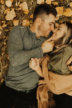 Couples photography fall - Dreamy Fall Engagements in Boise Idaho – Couples photography fall Couple Photoshoot Poses, Couple Photography Poses, Autumn Photography, Fall Engagement Photography, Romantic Couples Photography, Grunge Photography, Couple Shoot, Wedding Photography, Engagement Photo Outfits