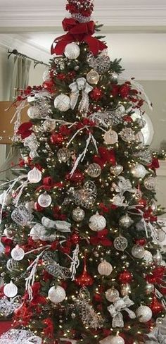 Red & Silver Christmas Tree, timeless, classic and beautiful. Christmas Tree Red And Silver, Christmas Tree Gif, Elegant Christmas Trees, Silver Christmas Decorations, Christmas Tree Design, Christmas Crafts, White Christmas, Christmas Mantles, Christmas Lights