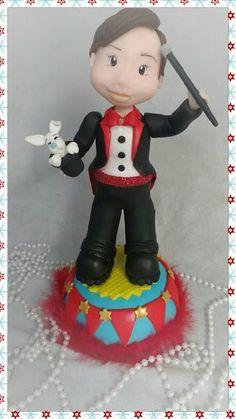 Enfeite de mesa tema circo (Mágico) em biscuit/porcelana fria. https://www.elo7.com.br/ateliemarciabiscuit/loja