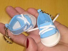 Como fazer um mini tênis de chaveiro em EVA