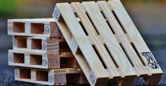 Over 70 DIY Pallet Projects To Try — Pallets that are heat treated (HT) can be worth their weight in gold to a DIY'er. Crafty collection of over 70 Fun DIY Crafty Pallet projects. Most of the links have instructions for the projects.