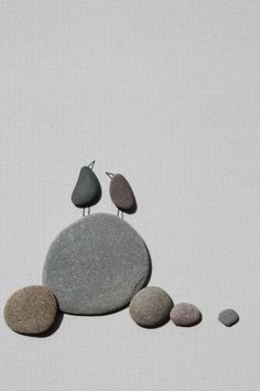 Something about that big, round & flat pebble in the middle, I'm just drawn to it. Pebble Art of NS by Sharon Nowlan por PebbleArt en Etsy Pebble Pictures, Stone Pictures, Art Pictures, Pebble Stone, Pebble Art, Stone Art, Stone Crafts, Rock Crafts, Bares Y Pubs