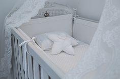 Quarto do bebê de Maria Rudge   Almoço de sexta Light Blue Nursery, Baby Bedroom, Toddler Bed, 35, Furniture, Lala, Home Decor, Decorating Tips, Bedrooms