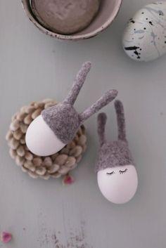 "Süße Eierwärmer ""Kleine Hasen"" für das Frühstück an Ostern /  easter decoration: pimp your breakfast egg with a cute felted hat made by Filz-Boutique via DaWanda.com"
