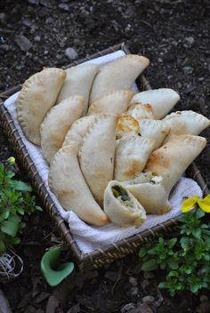 Sorelle in pentola: Fagottini con scarola e mozzarella