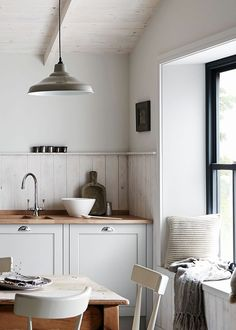 Galley Kitchen Remodel Ideas (Small Galley Kitchen Design, Makeovers, and Plans) Galley Kitchen Design, Galley Kitchen Remodel, Rustic Kitchen Design, Farmhouse Style Kitchen, Country Kitchen, Home Interior, Kitchen Interior, Nordic Kitchen, Ideas Hogar