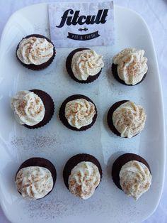 Kakaové cupcakes s ricottovým krémom nielenže krásne vyzerajú, ale aj skvelo chutia (Recept) Cupcake, Muffin, Fresh, Cooking, Breakfast, Food, Kitchen, Morning Coffee, Cupcakes