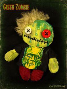 Parmi toutes les espèces de zombies qui existent et peuplent les films du genre, il en existe un qui dégouline, suinte et suppure: le zombie vert.Il est souvent lent, puant et salissant, mais aussi sympathique et facile à maîtriser.Donc inutile d'avoir peur de lui, c'est un peu un pote, non