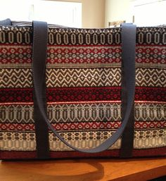 Get inspired by amazing weaving projects on Craftsy! Inkle Weaving, Inkle Loom, Card Weaving, Weaving Designs, Weaving Projects, Weaving Patterns, Diy Handbag, Tote Pattern, Tear