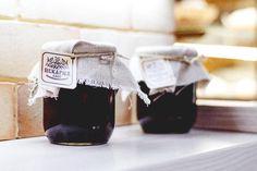 Sommario1 Perché proprio la marmellata di mirtilli?2 Ingredienti3 Come preparare lamarmellatacon imirtilli Perché proprio la marmellata di mirtilli? Gustosa, prelibata, semplice da preparare , la marmellata di Mirtilli, così come anche il succo,è un concentrato di bontà e preziose sostanze nutritive per il benessere del nostro organismo. Le bacche del ...