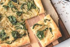 This recipe for puff pastry with fennel and turnip greens by Jessica Nadel makes for a really easy but flavoursome meal. Turnip Recipes, Fennel Recipes, Vegan Recipes, Tofu, Great Recipes, Favorite Recipes, Turnip Greens, Puff Pastry Recipes, Vegan Vegetarian
