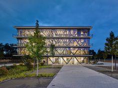 Gallery of Innovation Center 2.0 / SCOPE Architekten - 34