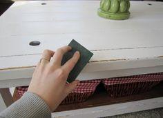 shabby moebel look selber herstellen sandpapier couchtisch