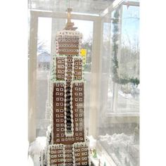 When pastry chef Mark Tasker got his hands on some gingerbread in he aimed to tackle an iconic New York City structure: the Empire State Building. New York Cookies, Empire Cookie, Famous Buildings, Old Recipes, Empire State Building, Sliders, Dollhouse Miniatures, Entertaining, Delish