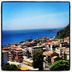 #Taormina mare, vista dall'ospedale San Vincenzo, sulla Baia di Naxos. Sicilia Beh se non altro si gode un bel panorama. Taormina sea area, hospital view, Naxos Bay landscape. An amazing view at least :-). Sicily #thatswhySICILY #Italy #health #healthyspace