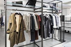 갤러리아명품관 WEST 3층에 오픈한 MHL. 모노톤의 깨끗한 디자인에 착용감 좋은 MHL 아이템을 만나보세요 !