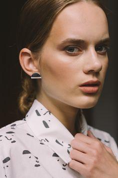 earrings - melo - Anna Lawska collection - faces - natalia siebula x paulina derecka illustration x anna lawska jewellery model - Julia Partisan Models / photo - Piotr Czyż / earrings - melo -
