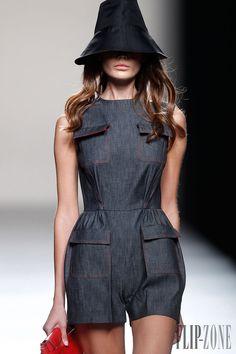 Juanjo Oliva Spring-summer 2014 - Ready-to-Wear - http://www.flip-zone.net/fashion/ready-to-wear/independant-designers/juanjo-oliva-4113