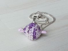Small jewelry pendant small ball of yarn with by Kreativhaekelshop