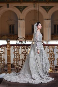 New Dress Hijab Wedding Abayas Ideas Bridal Mehndi Dresses, Pakistani Bridal Makeup, Walima Dress, Pakistani Wedding Outfits, Indian Bridal Outfits, Bridal Dress Design, Bridal Lehenga Choli, Pakistani Wedding Dresses, Sari