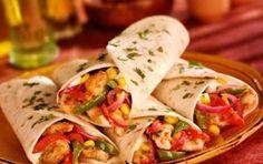Le fajitas di pollo - Un piatto tipico della cucina tex-mex oggi conosciuto in tutto il mondo. Si tratta di tortillas di grano con ripieno di carne, peperoni, cipolla e salse di accompagnamento. La carne può essere di vari tipi, sia di manzo che di pollo, oppure mista.
