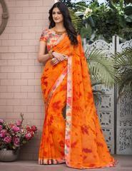 Golden orange saree with blouse. Work - Print with satin patta. Paired with the matching blouse piece. Lehenga Sari, Georgette Sarees, Saree Blouse, Floral Print Sarees, Printed Sarees, Indische Sarees, Indie Mode, Orange Saree, Party Kleidung