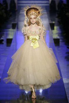 haute couture dress couture couture dresses couture kleider couture rose couture rules aliceinsideofiris: Jessica Stam at Jean Paul Gaultier haute couture spring 2007 Haute Couture Paris, Haute Couture Fashion, Jean Paul Gaultier, Paul Gaultier Spring, Jessica Stam, Trendy Fashion, Fashion Art, Girl Fashion, Fashion Show