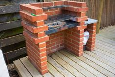 Easy to build and use, low-maintenance and long-lasting – these are the things we love about this brick barbecue! A brick barbecue is a good option if you're looking for a very simple, permanent DIY BBQ pit to put on your patio or backyard. Brick Built Bbq, Brick Grill, Built In Grill, Barbecue Design, Barbecue Grill, Bbq Beef, Barbecue Sauce, Charcoal Bbq, Brick Building