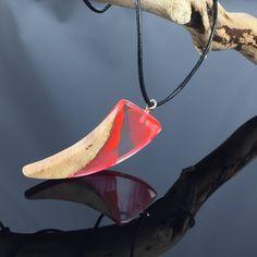 Ein persönlicher Favorit aus meinem Etsy-Shop https://www.etsy.com/de/listing/528505590/wood-resin-necklacegiftausgefallene-harz