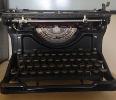 Executive PA Sheena Russell may be a technology whizz but she also likes a vintage typewriter! http://www.workfromhomewisdom.com/my-home-office/