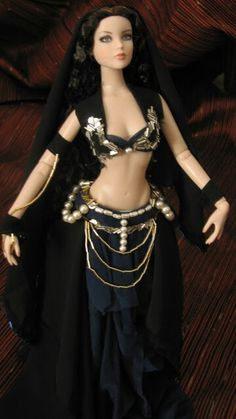 Belly dance by Épopée for Tonner doll- ooaks- romantism- historic outfits Doll Clothes Barbie, Barbie Dress, Pretty Dolls, Beautiful Dolls, Fashion Dolls, Evening Gowns Couture, Barbie Theme, Custom Monster High Dolls, Doll Costume