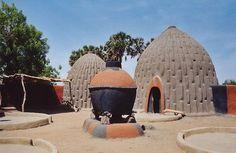 Maison du peuple Mousgoum en form d'obus dans la province de l'Extreme Nord du Cameroun