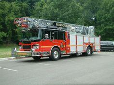 Morton Grove IL E4 - Smeal Quint (2008?) Morton Grove, Fire Apparatus, Buses, Free, Firetruck, Busses, Fire Extinguisher