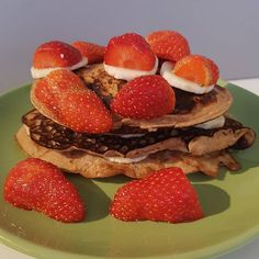 Guten Morgen,   wiir frühstücken gerade noch unsere Schoko-Bananen-Pfannkuchen und dann gehts los.   Euch allen eine wundervolle Woche! ------ Good Morning!   We're having chocolate-banana pancakes for breakfast and we're ready to rock.  Have a great week, everybody.    #healthybreakfast #onmytable  #vegetarian #pancakes #pfannkuchen