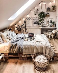 30 Cozy bohemian home decor boho room ideas Do you want to add bohemian home decor to your home? Here I have collected cozy boho room styles to integrate into your home. - 30 Cozy bohemian home decor boho room ideas – Page 14 Cute Bedroom Ideas, Cute Room Decor, Room Ideas Bedroom, Dream Bedroom, Home Bedroom, Boho Teen Bedroom, Attic Bedrooms, Bohemian Style Bedrooms, Bohemian Bedroom Design