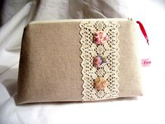 Diy bags 540150549051421736 - Linen pouch with lace Sewing Art, Sewing Crafts, Sewing Projects, Purse Patterns, Sewing Patterns, Diy Bags Purses, Embroidery Bags, Jute Bags, Quilted Bag