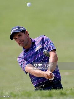 Padraig Harrington of Ireland plays a shot on the pratcice ground after playing the First Round of The Barclays on the Black Course at Bethpage State Park August 2012 in Farmingdale, New York. Padraig Harrington, First Round, State Parks, Plays, Ireland, York, Baseball Cards, Fotografia, Games