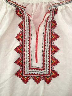 UKRAINIAN FOLK WOMENS PEASANT BLOUSE - Vintage TUNIC - WHITE & RED HAN – NOMADCHIC