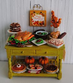 Thanksgiving table in miniature