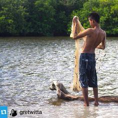 Excelente foto de @gretwitta súper #instaartista --- Pescador en laguna Marquelia Guerrero. --------------------------------- Los invitamos a usar nuestra etiqueta #⃣instaartista ----------------------------------- Imprime tus fotos en materiales increíbles con Insta-Arte en: www.insta-arte.com.mx